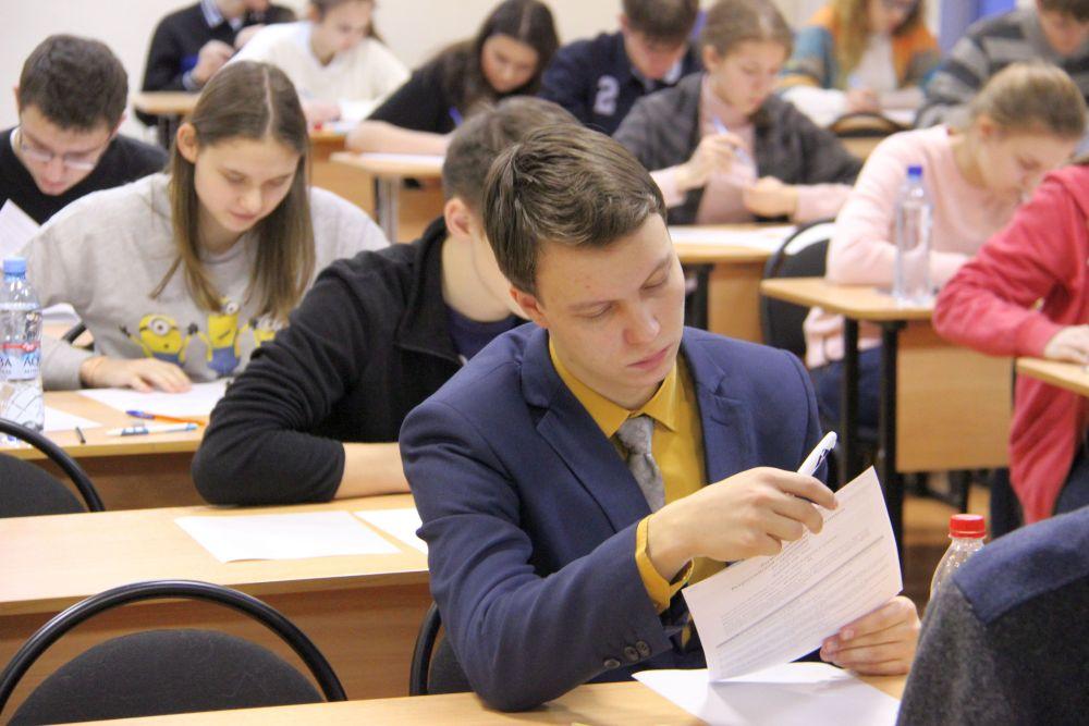 纳霍德卡的学生成为全俄经济奥林匹克比赛的获胜者